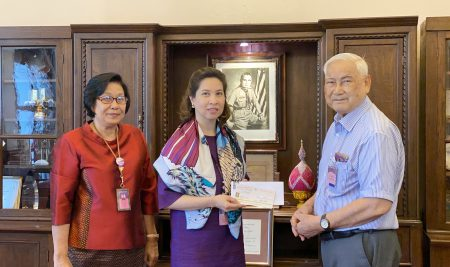 Dr. Vutikit Thanaphum, a member of the school's Alumni (Pak Khlong Talat), He generously made a donation of 100,000 Baht to the school