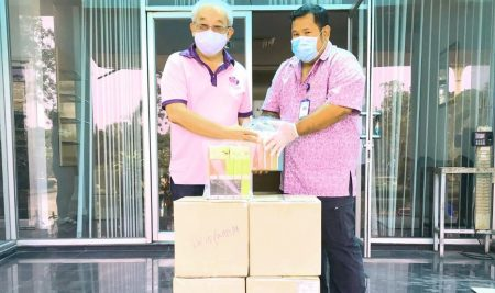 An ANS Alumni-49 (Kleaw Thong) generously donated liquid alcohol and Ari soap products to Krathumbaen Hospital.