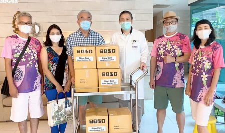 Mr. Pichaya Suchato, President of ANS Alumni-48 (Ya Phaek) Club generously donated products to hospitals.