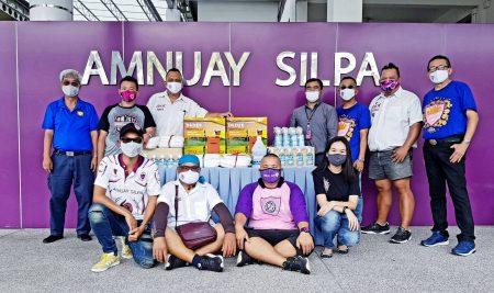 """Amnuay Silpa Sam Pan 1968 Club"" and ANS Alumni-69 (Karn Ja Na Phi Sek) generously donated to Amnuay Silpa School."