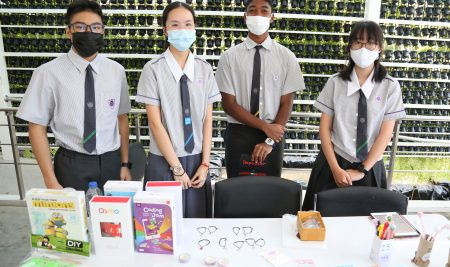 Our Year 11 students organised a product fair to donate income for the 'COVID-19 Extenuation project'.