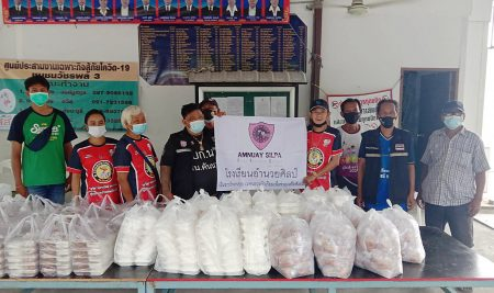 """Recently, 200 lunch boxes supported by 'the Student's Social Contribution Activities' at Amnuay Silpa School were provided to community in Watcharaphol, Sai Mai district by the """"Rueng Lao Bang Pun"""" campaign."""